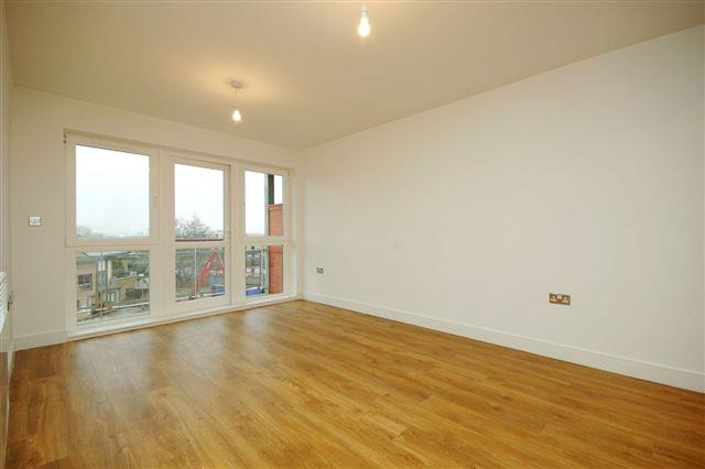 2 Bedrooms Flat for sale in Fenland House, Harry Zeital Way, Clapton, London, E5